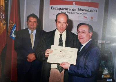 Recogiendo el Premio de Aceite de Oliva Virgen Extra procedente de cultivo ecológico